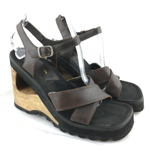716a4eba92fd3 Vintage 90s sandals brown leather wood heel chunky